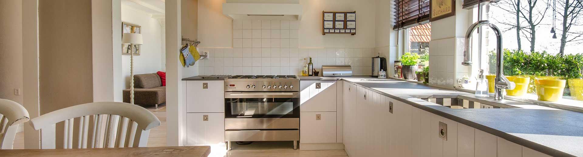 Keuken schoonmaken keukenkastjes tips stappenplan vetvrij schoonmaakmiddel De Duurzame Kaart