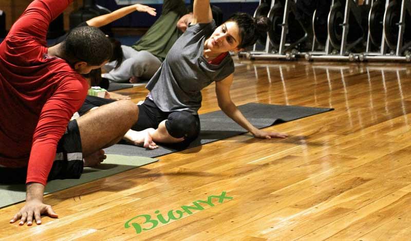 Sportvloer bedrijfsvloer reinigen gym schoonmaken professionele sport hygiene workout yogaschool reiniging natuurlijk De Duurzame Kaart