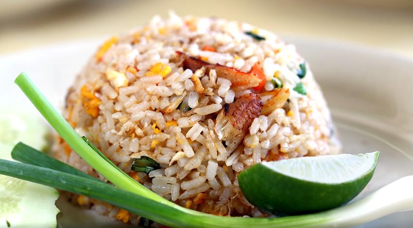 Eten over in het restaurant? Maak een gerecht met leftover rijst