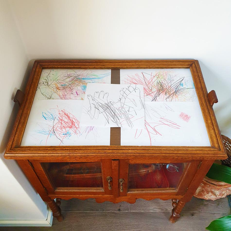 Retro meubels opknappen kindertekeningen ophangen duurzaam